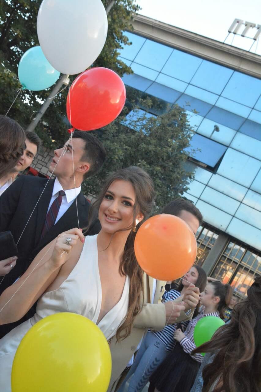 Photo of Maturanti Gimnazije ovacijama ispraćeni na matursko veče