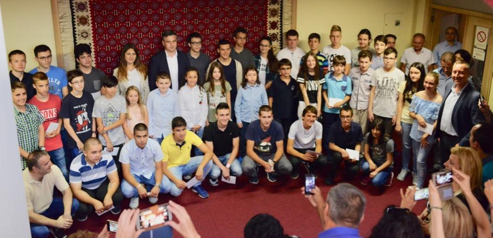 Photo of Oni su budućnost Pirota – nagrade najboljim učenicima pirotskih osnovnih i srednjih škola