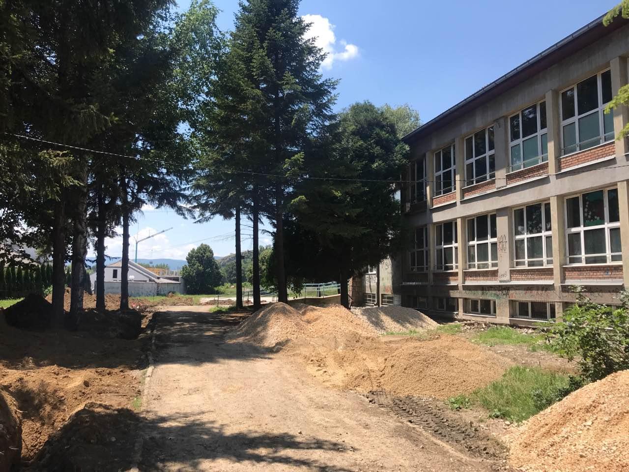 "Photo of Rekonstruiše se dvorište OŠ ""Dušan Radović"""