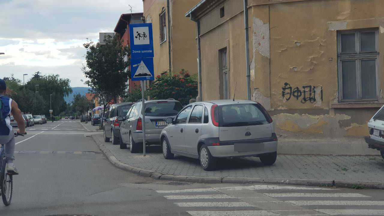 Photo of Lošim navikama kao da nema kraja, novi trotoari kao parking mesta