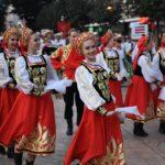 Parada folkloraca iz Rusije, Kolumbije, Kostarike, Makedonije ulicama Pirota  (Foto)