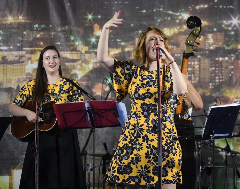 Photo of La Banda nastupila u Pirotu, dame sa tamburicama ulepšale veče pirotskoj publici