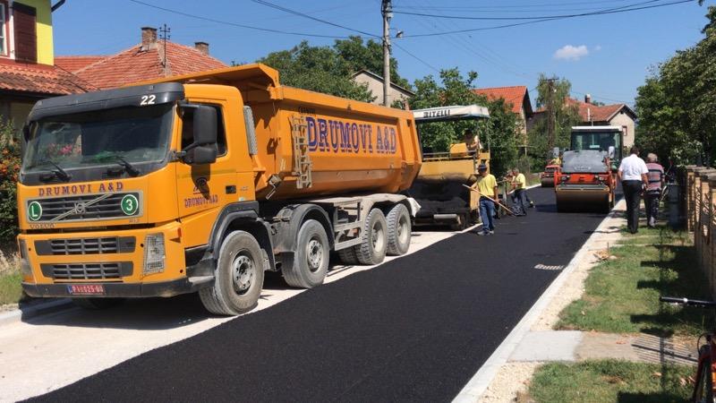 Photo of Asfaltira se Ulica nosilaca albanske spomenice, investicija od preko pet miliona dinara