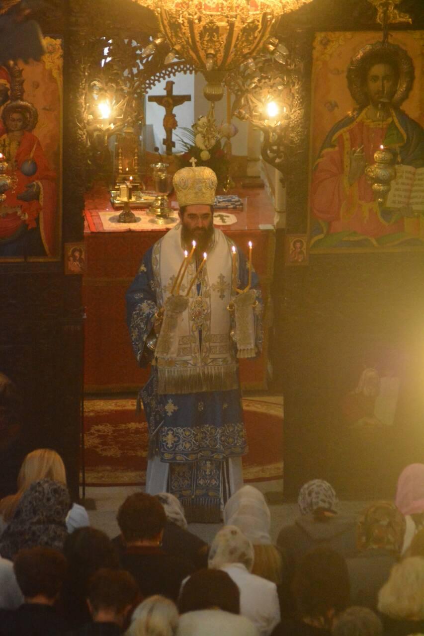 Photo of Vladika Arsenije služio liturgiju u Tijabarskoj crkvi pred velikim brojem vernika