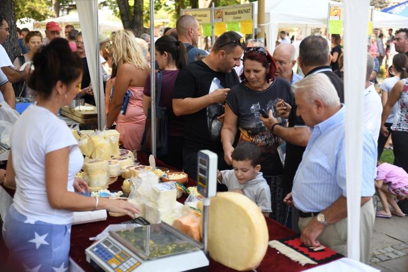 Photo of Festival sira i kačkavalja opravdao očekivanja – veliko interesovanje za pirotskim brendovima