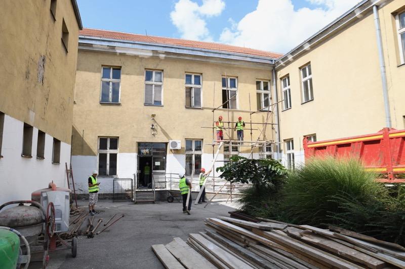 """Photo of Počela rekonstrukcija OŠ """"Sveti Sava"""", vrednost radova 140 miliona dinara"""