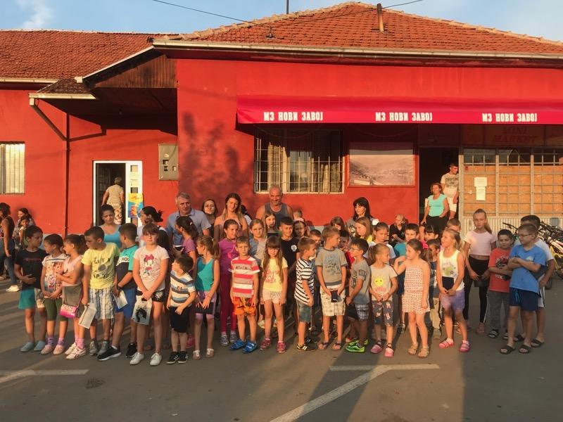 Photo of Đacima iz MZ Novi Zavoj na poklon 80 školskih rančeva