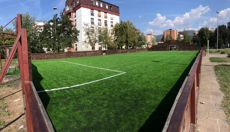 Photo of Mini-pič teren kod Tehničke škole renoviran – presvučen novim slojem veštačke trave