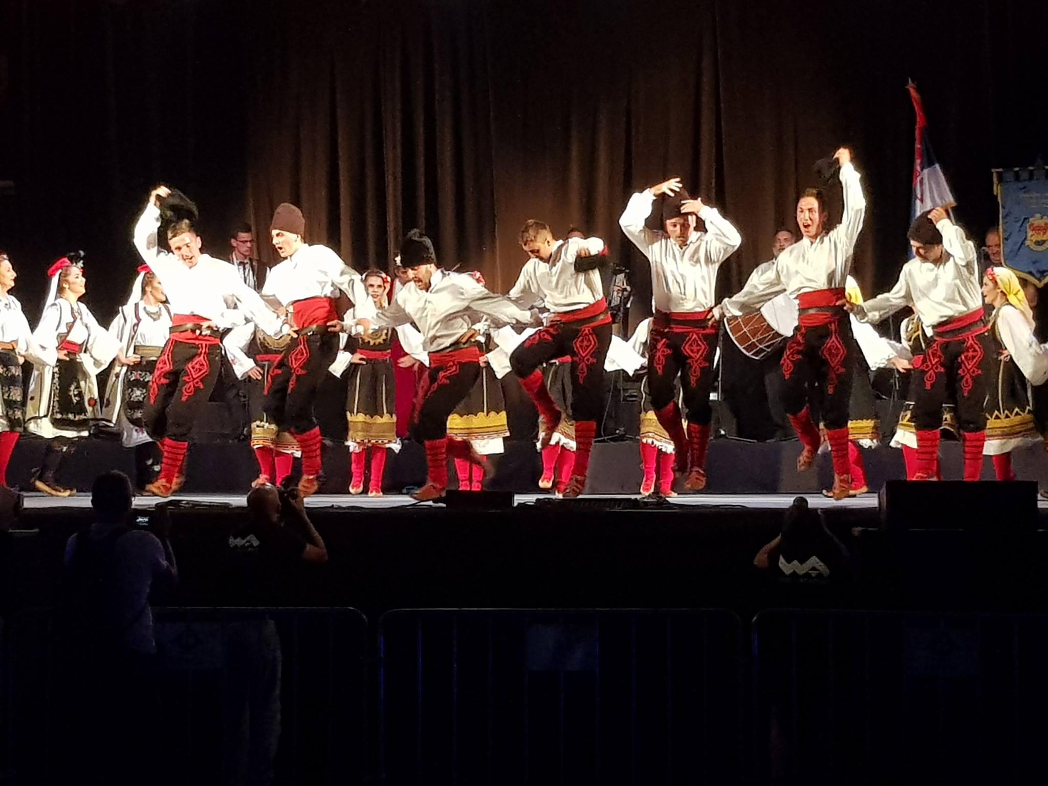 Photo of Pirotski folklorci briljirali u Lisabonu (FOTO)