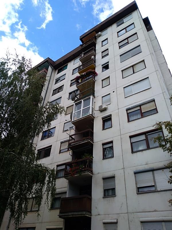 Photo of Problemi stanara u Jevrejskoj:Sa krovova padaju ploče