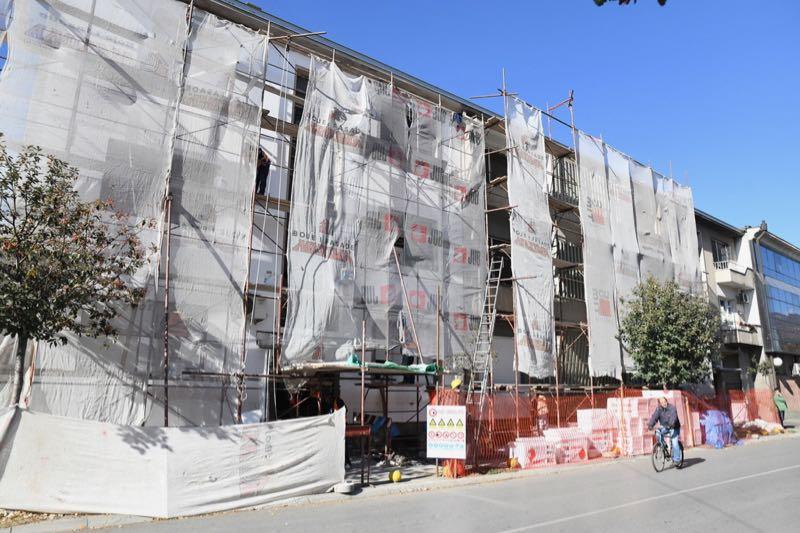 Photo of Počelo uređenje fasada na zgradama u centru grada