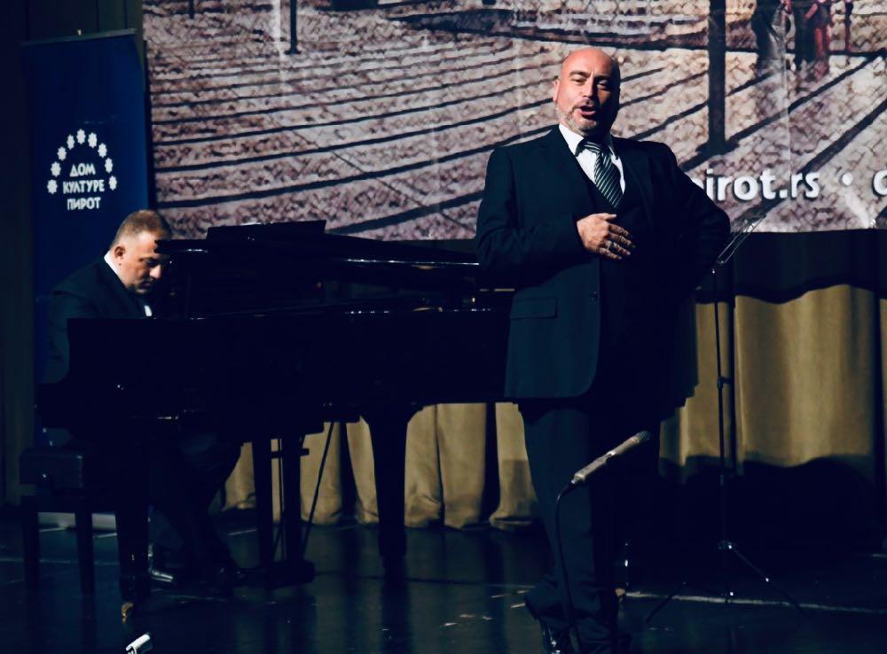 Photo of Učenik velikog Pavarotija nastupio u Pirotu