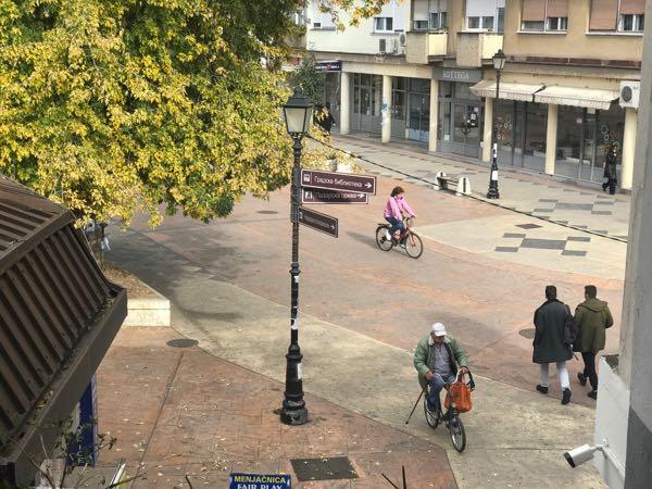 Photo of APEL RODITELJA: Nesavesni biciklisti potencijalna opasnost po mališane na gradskom trgu