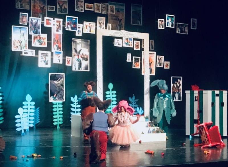 """Photo of """"Plavi zec"""" oduševio pirotske mališane u prepunoj sali Narodnog pozorišta"""