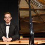 "Pijanista Nikola Pešić  izdao svoj prvenac album pod nazivom ""East West"" (Istok-Zapad)"