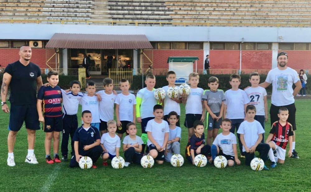 Photo of Vredna donacija školi fudbala pirotskog Radničkog od bivšeg fudbalera Radničkog Marka Stanojevića
