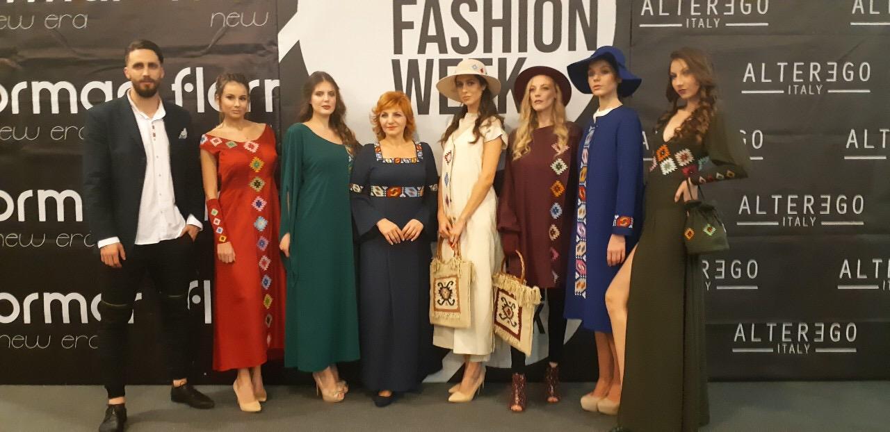 Photo of Ovacije za modele sa šarama pirotskog ćilima Silvane Tošić na Serbia fashion week-u u Novom Sadu