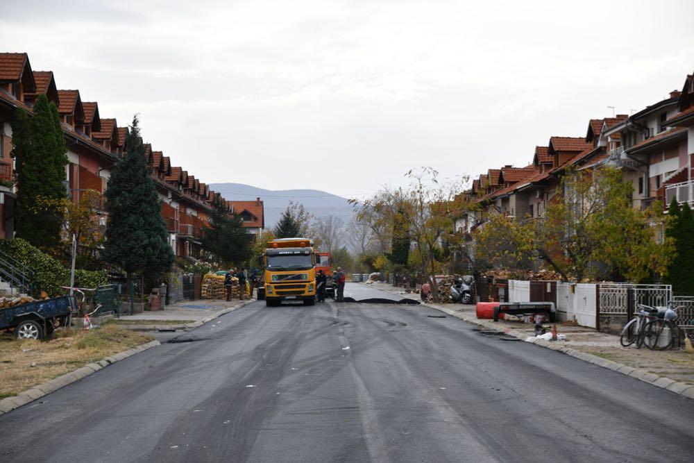 Photo of Uspešno se privodi kraju građevinska sezona – asfaltiranje u ulici Živojina Nikolića Brke