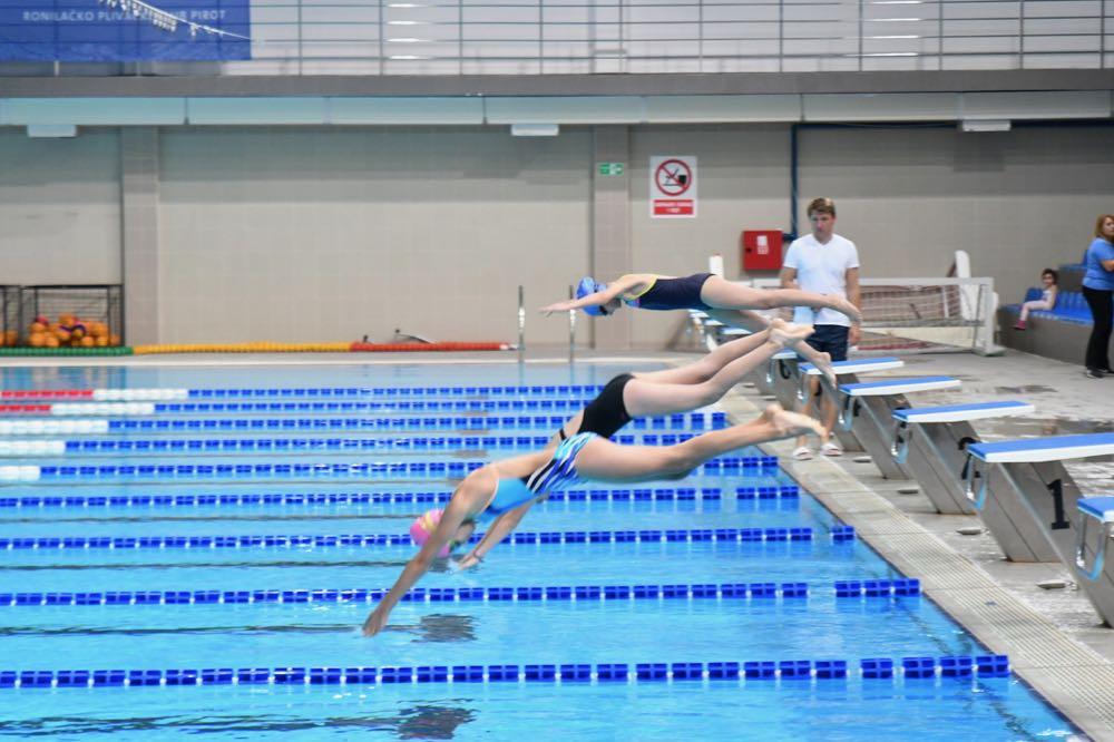 Photo of Zatvoreni bazen: Održano školsko takmičenje u plivanju