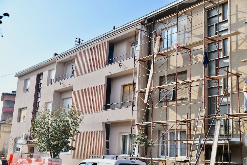 Photo of Uređenje fasade zgrada u ulici Vojvode Stepe pri kraju, od proleća radovi i u Knjaza Miloša kao i poziv za ostale stambene zajednice