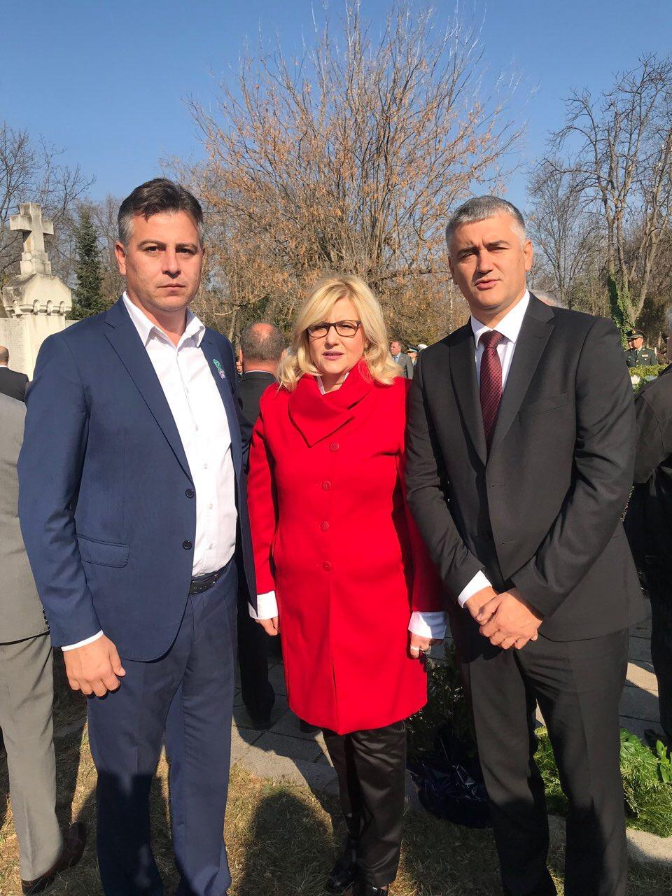 Photo of Vasić i Tončić položili vence na spomenik srpskim borcima u Sofiji