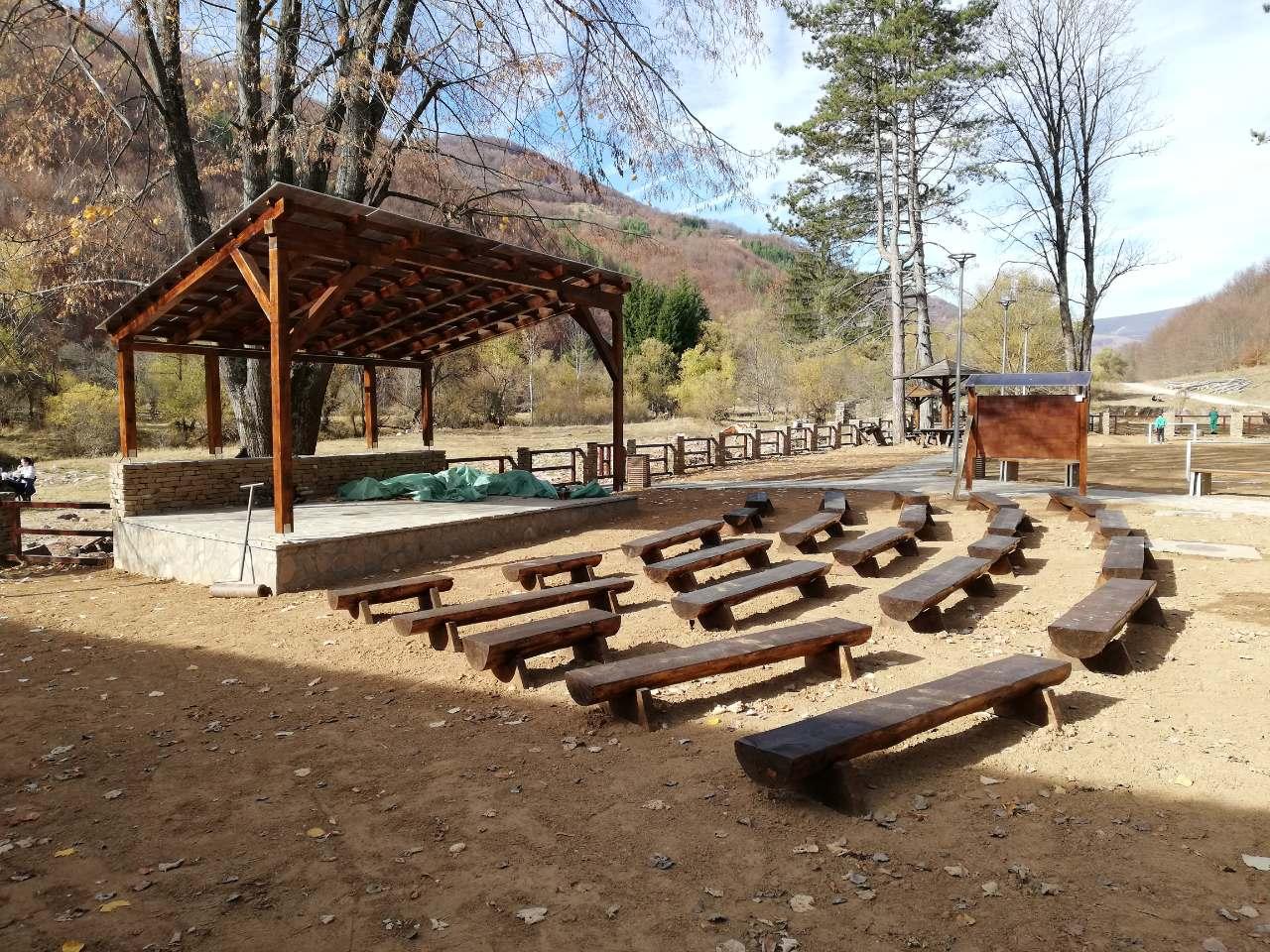 Photo of Uređuje se dvorište sportsko-rekreativno turističkog centra u Dojkincima (FOTO)