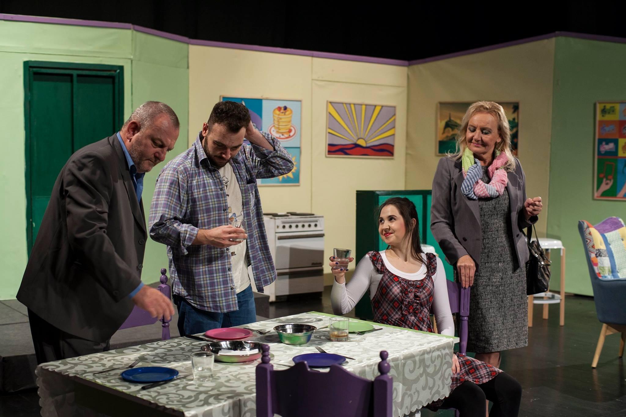 "Photo of Nova hit predstava pirotskog teatra – ""Mi čekamo bebu"""