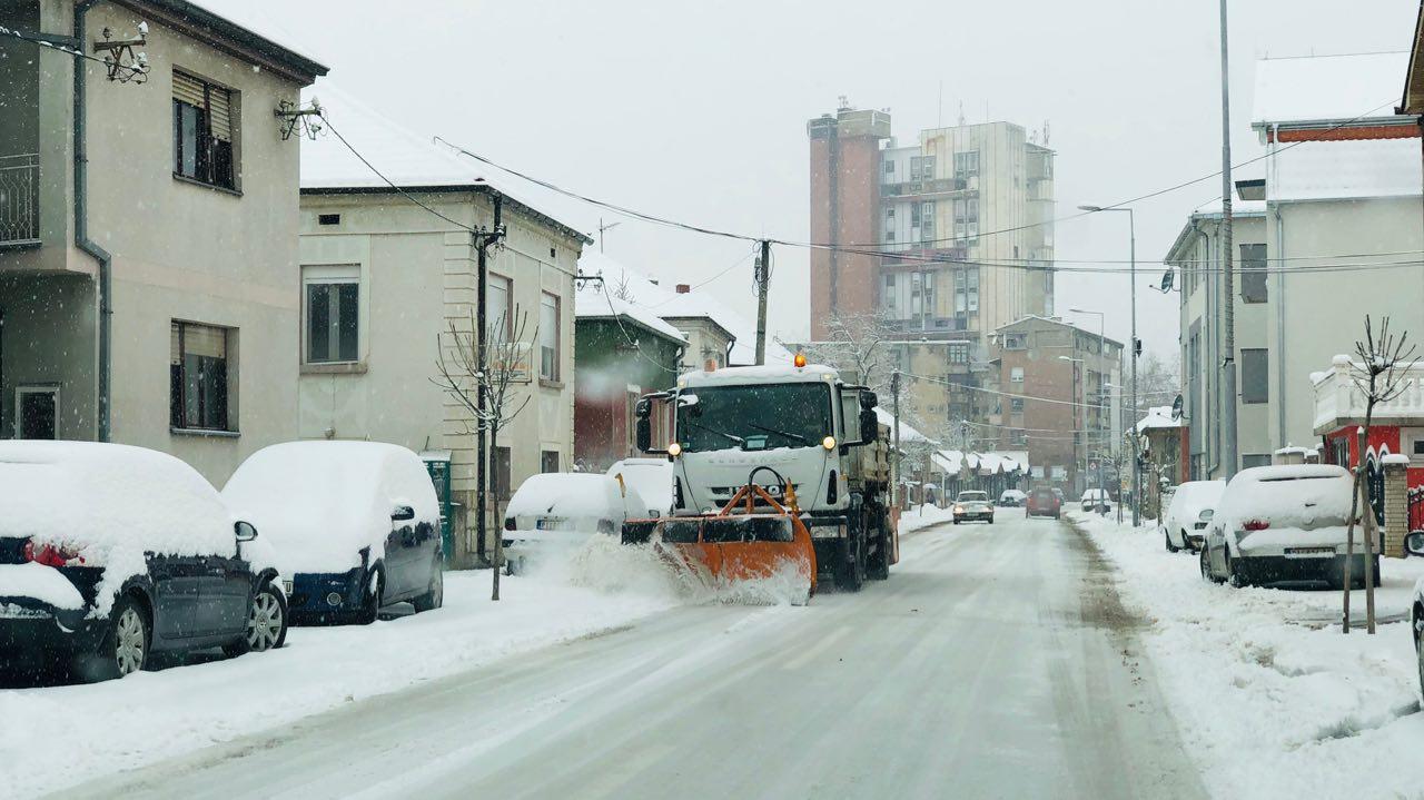 Photo of Komunalac obezbedio 100 tona soli za ovogodišnju zimsku sezonu, u čišćenju pomažu i meštani sela