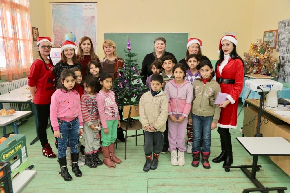 Photo of Mališanima iz seoskih škola pirotske Dobre vile darivale poklone