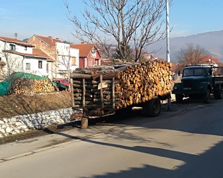 Photo of Cena ogrevnog drveta miruje: Od 4.200 do 4.500 dinara