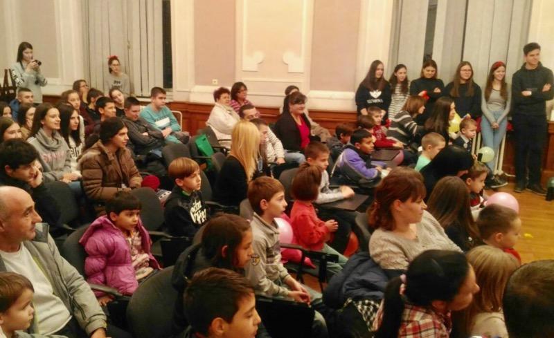 Photo of Gimnazija: Paketići mališanima iz škole u Strelcu
