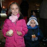 "Mala Dunja srećne ruke na lomljenju česnice u MZ ""8. septembar"""