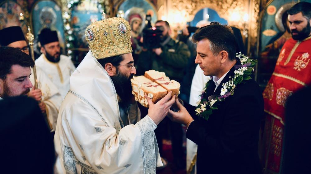 Photo of Vladika Arsenije u Pirotu: Drugog dana Božića slavimo Majku Božiju