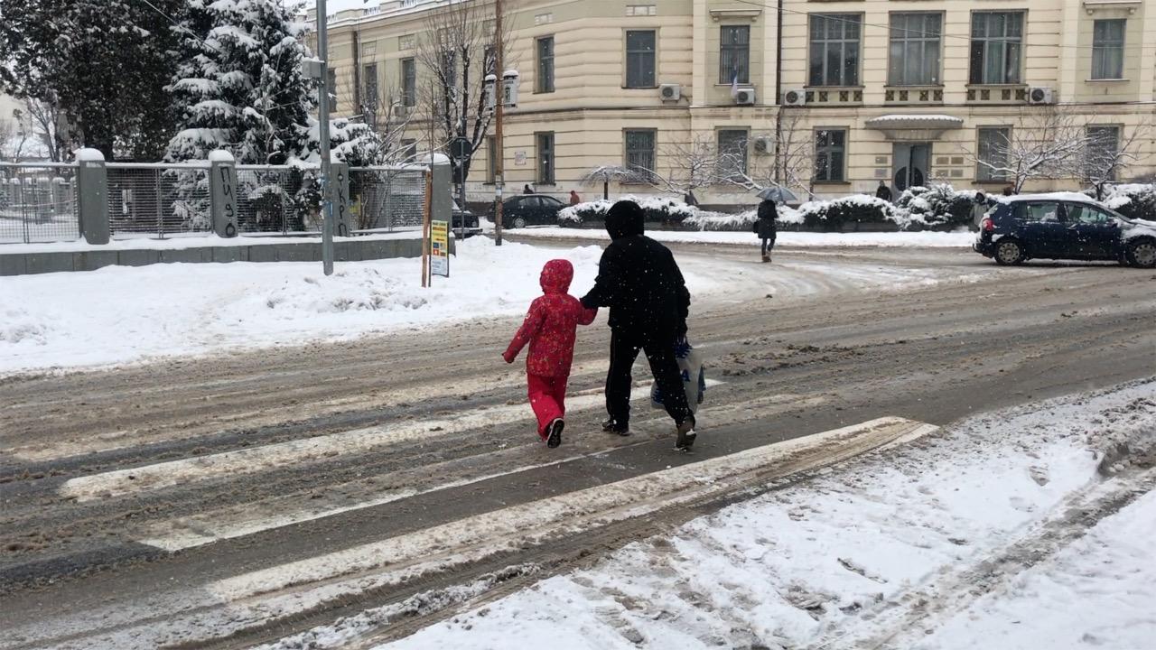 Photo of OPREZ: Kritično pa pešačkim prelazima, neophodan oprez i vozača i pešaka
