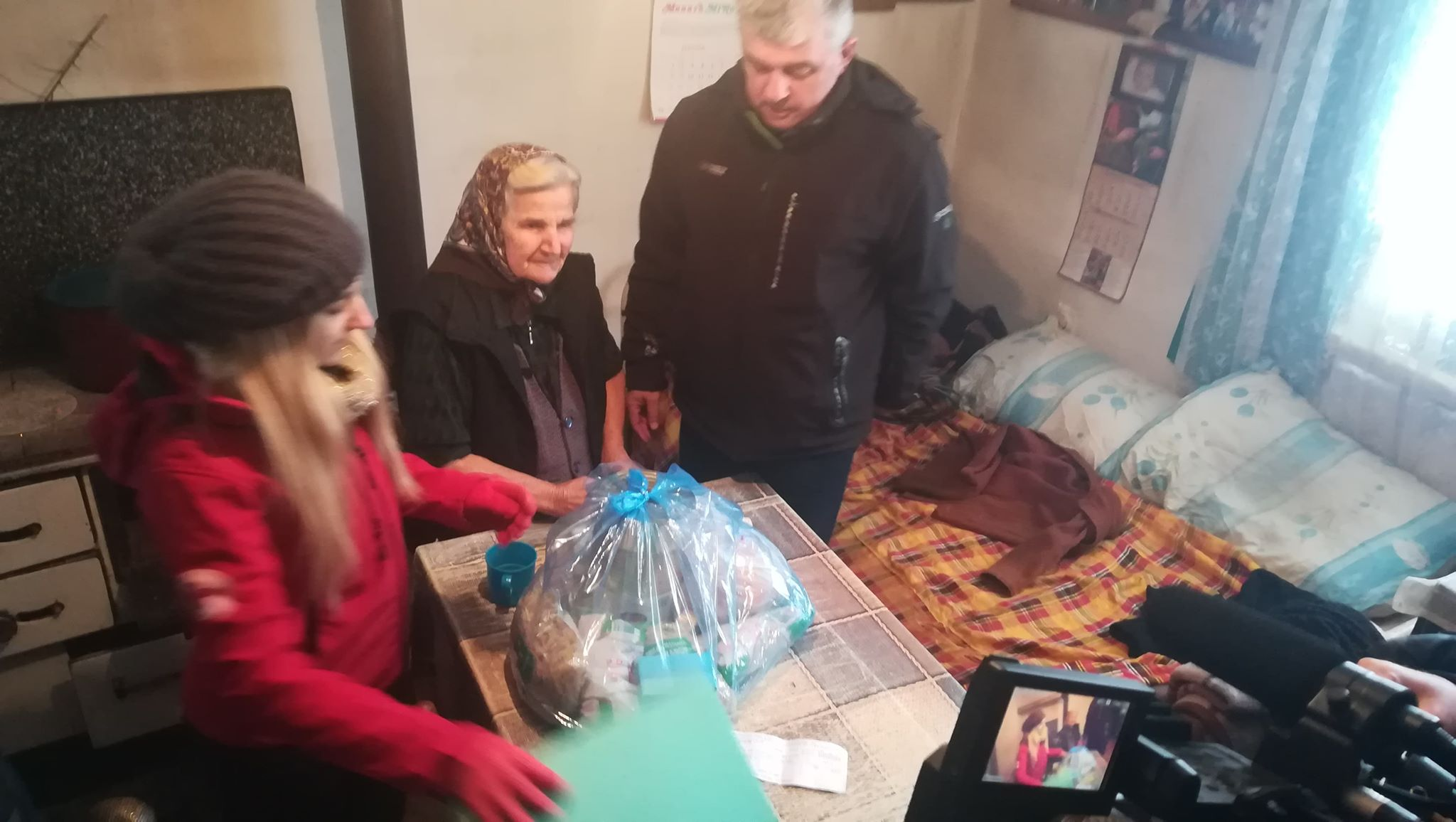 Photo of Pomoć  i paketi sa hranom starima i bolesnima u udaljenim selima