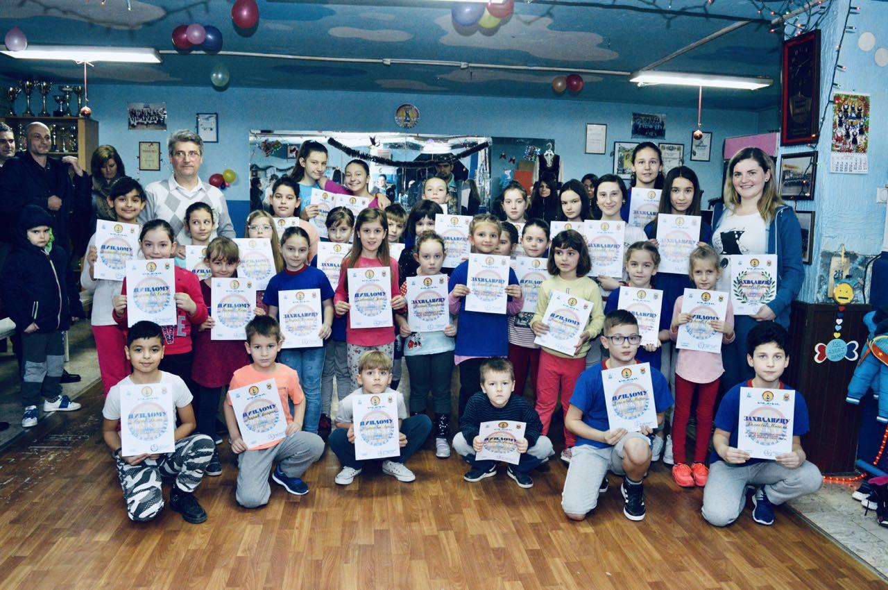 Photo of Božićna škola sporta: Mali folklorci dobili diplome