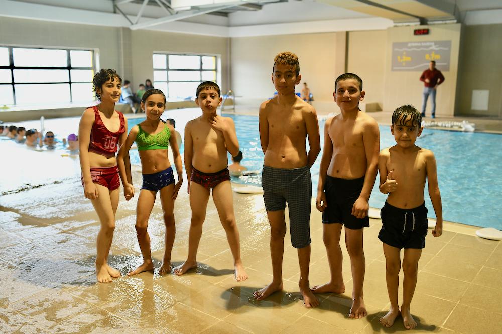 Photo of Mali migranti iz Irana, Iraka, Sirije besplatno pohađaju Božićnu školu sporta, oduševljeni programima