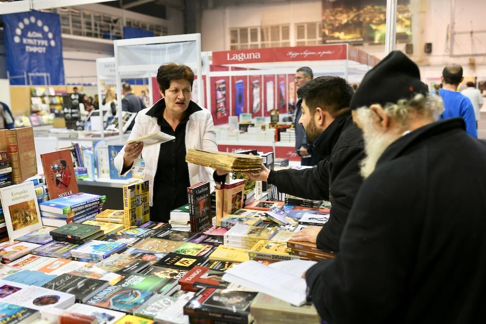 Photo of Dok se širom Srbije slavi Sveti Trifun i Dan zaljubljenih, Piroćanci slave knjigu