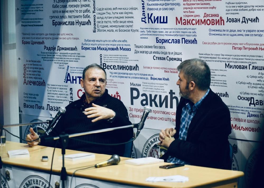 """Photo of Kultni režiser Goran Marković u Pirotu promovisao knjigu """"Beogradski trio"""""""