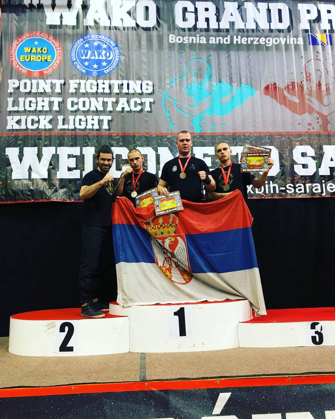 Photo of Četiri medalje za pirotske kik-boksere