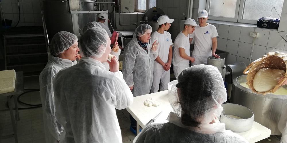 Photo of Ruski novinari obišli Pirot, oduševljeni pirotskim kačkavaljem, gastronomijom, spomenicima kulture