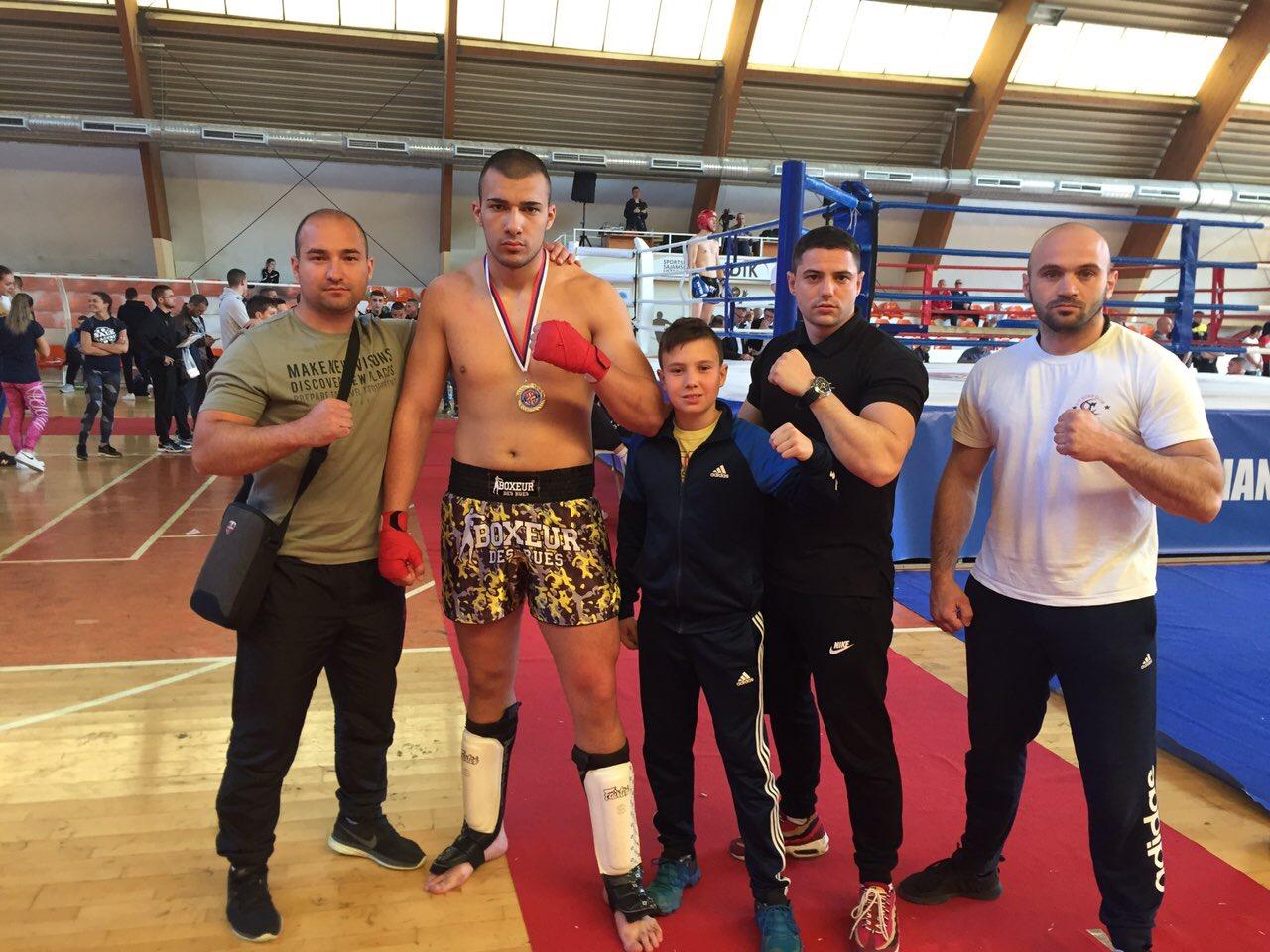 Photo of Saša Nikolić prvak države u kik-boksu
