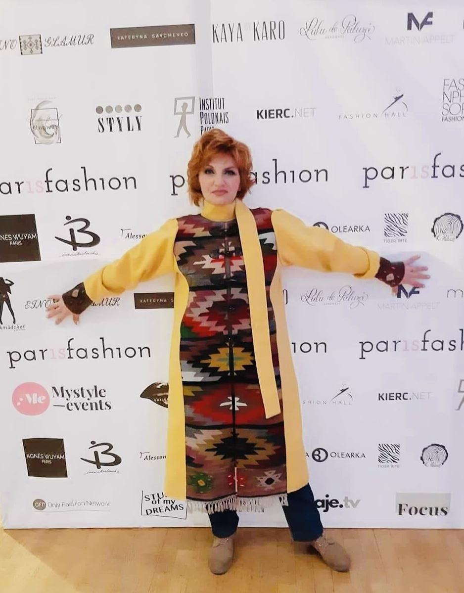 Photo of Ćilim-kaput, napravljen od ćilima starog preko sto godina senzacija ParisFashion-a, prestižnog modnog dogadjaja