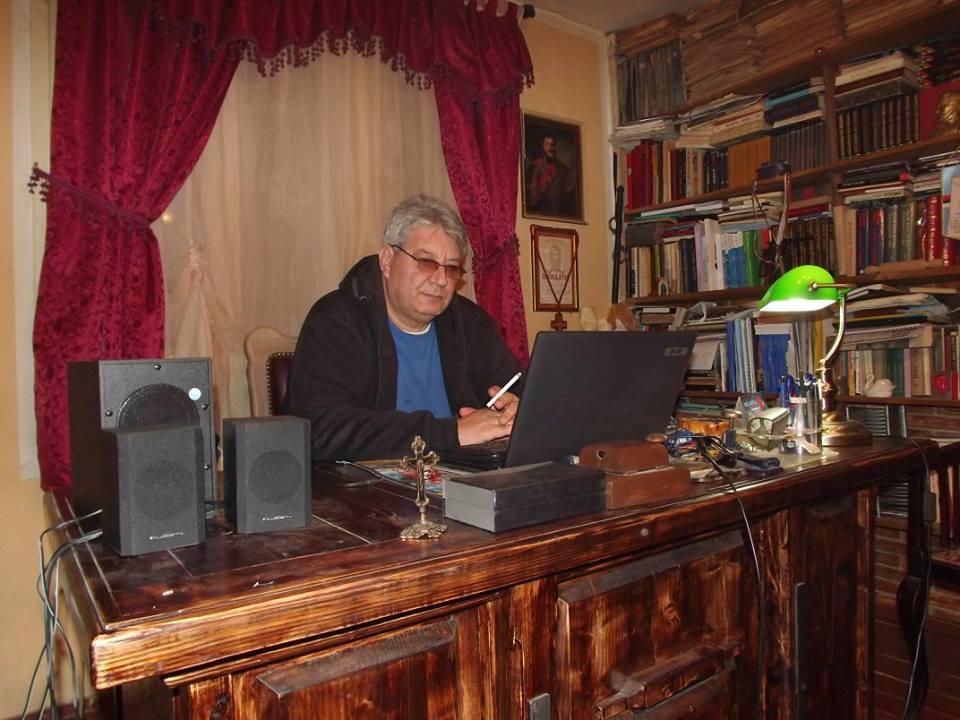 Photo of Stare i vredne knjige i spise darivao Istorijskom arhivu u Pirotu
