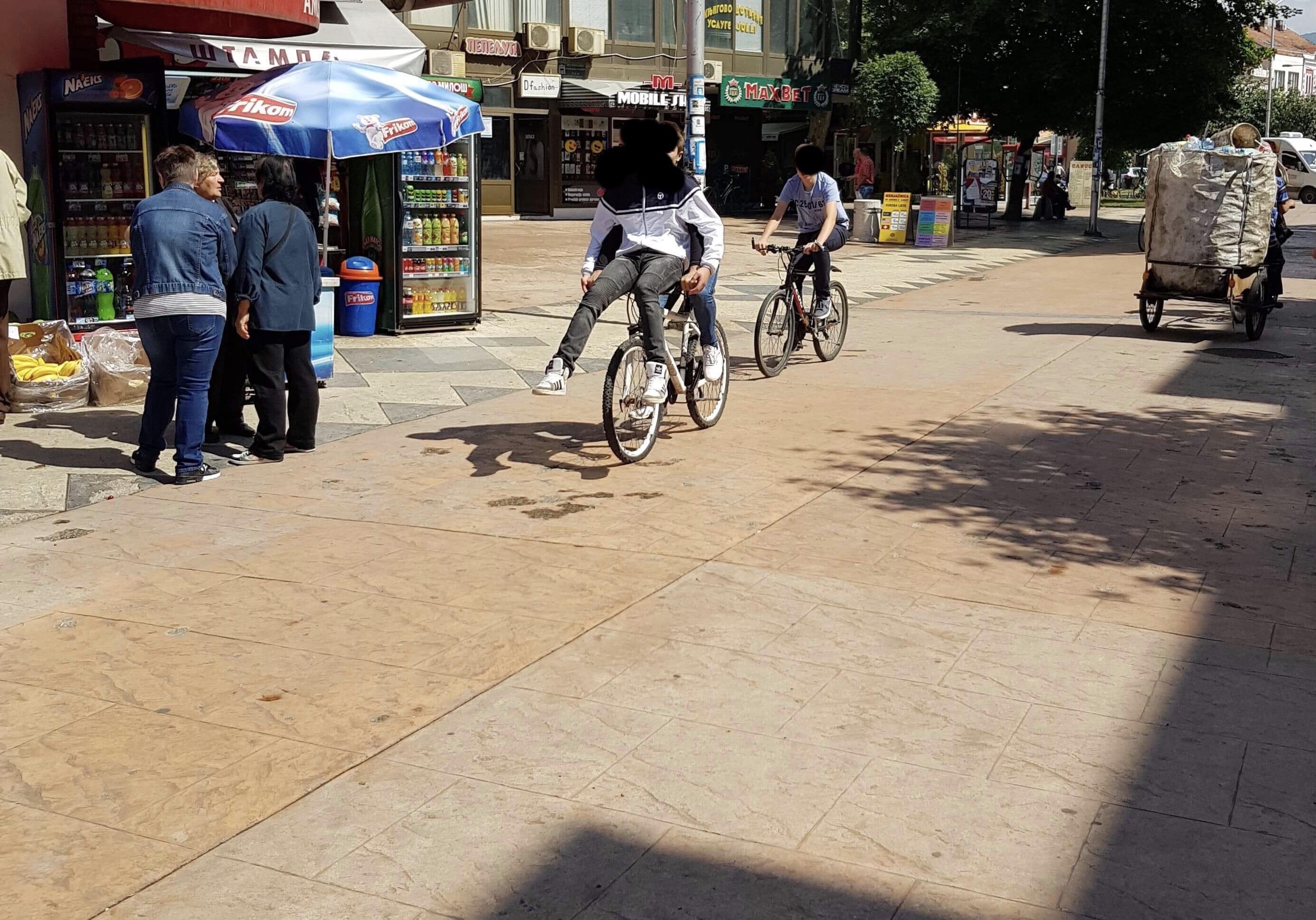 Photo of Apel roditelja Pirota:Bahati biciklisti ugrožavaju mališane na trgovima