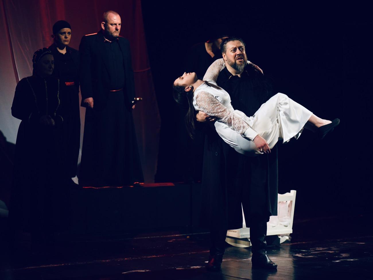"""Photo of HIT predstava pirotskog teatra """"Hasanaginica"""" besplatno u Momčilovom gradu"""