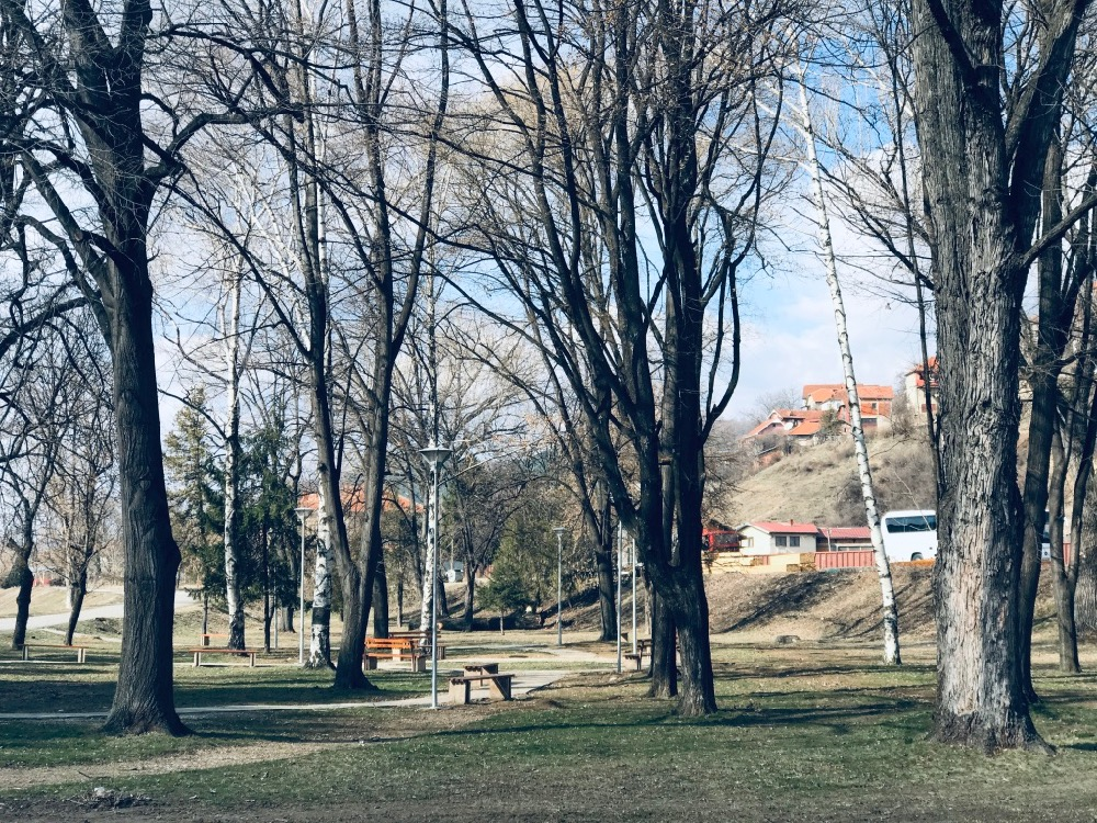 Photo of Uređivaće se parkovske površine u kompleksima stambenih zgrada, nastaviti sa uređenjem parka na Kaleu, kod Železničke stanice
