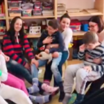 Nošenjem različitih čarapa upućena podrška osobama sa Daunovim sindromom