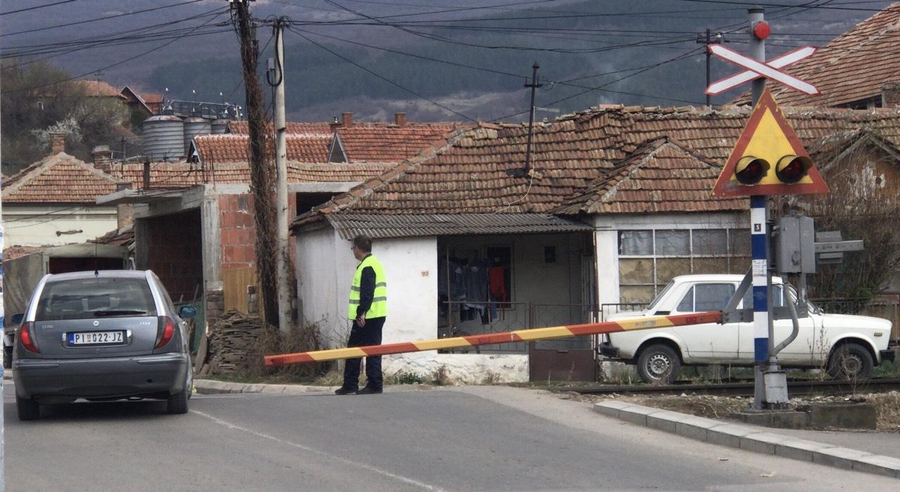 Photo of OPREZ: Rampa na veoma frekventnom pružnom prelazu u Tijabari ponovo u kvaru