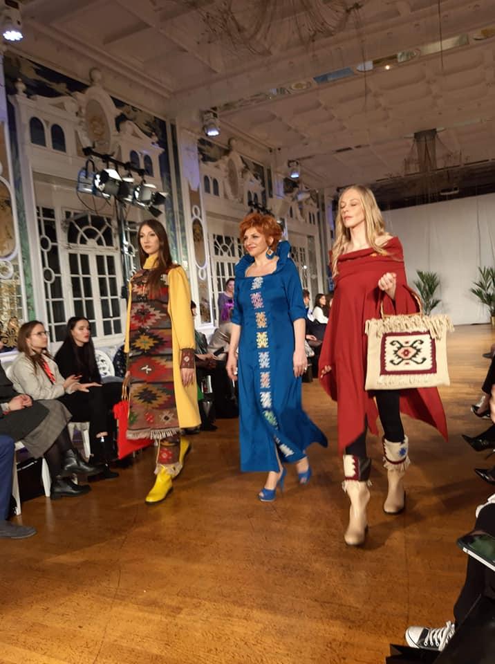 Photo of Šare pirotskog ćilima na prestižnom modnom događaju u Parizu – ParisFashion-u